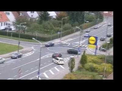 Lustiger Chaos-Kreisverkehr in Erfurt