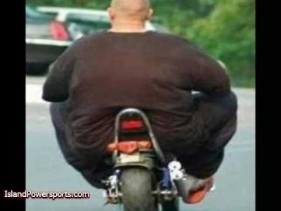 Lustige dicke und fette Motorradfahrer Bilder