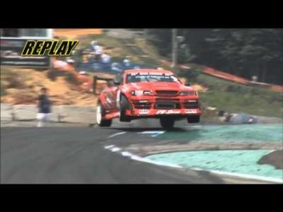 Krasser Sprung in den Drift mit 800 PS Auto