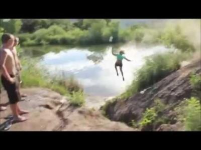 Girl crasht Bike und fliegt krass ins Wasser