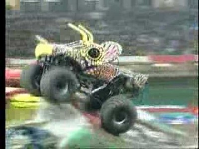 Krasse Monstertruck Unfall Wins (Saves)