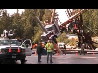 Baumstamm Mikado Crash – Extremer Holz-LKW Unfall