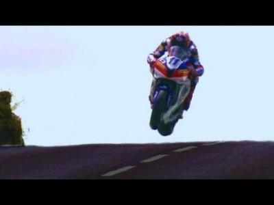 320 km/h Motorradrennen durch die Stadt  【 Isle of Man TT 】