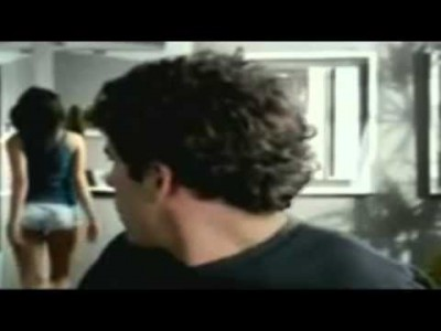 Mann wichst bei Bären-Film 【 Lustige Werbung für Schuhe 】