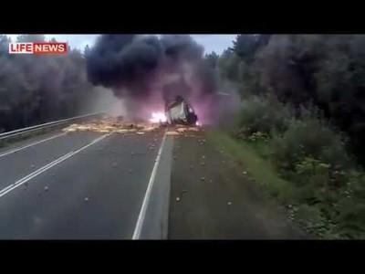 LKW-Bremse versagt – Extremer LKW-Unfall in Russland