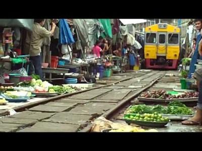 【 Krass 】 Zug fährt mitten durch Mae Klong Markt